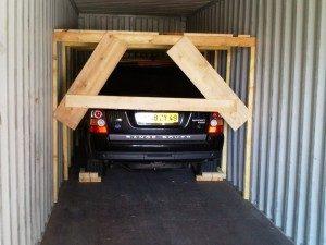 voiture dans conteneur